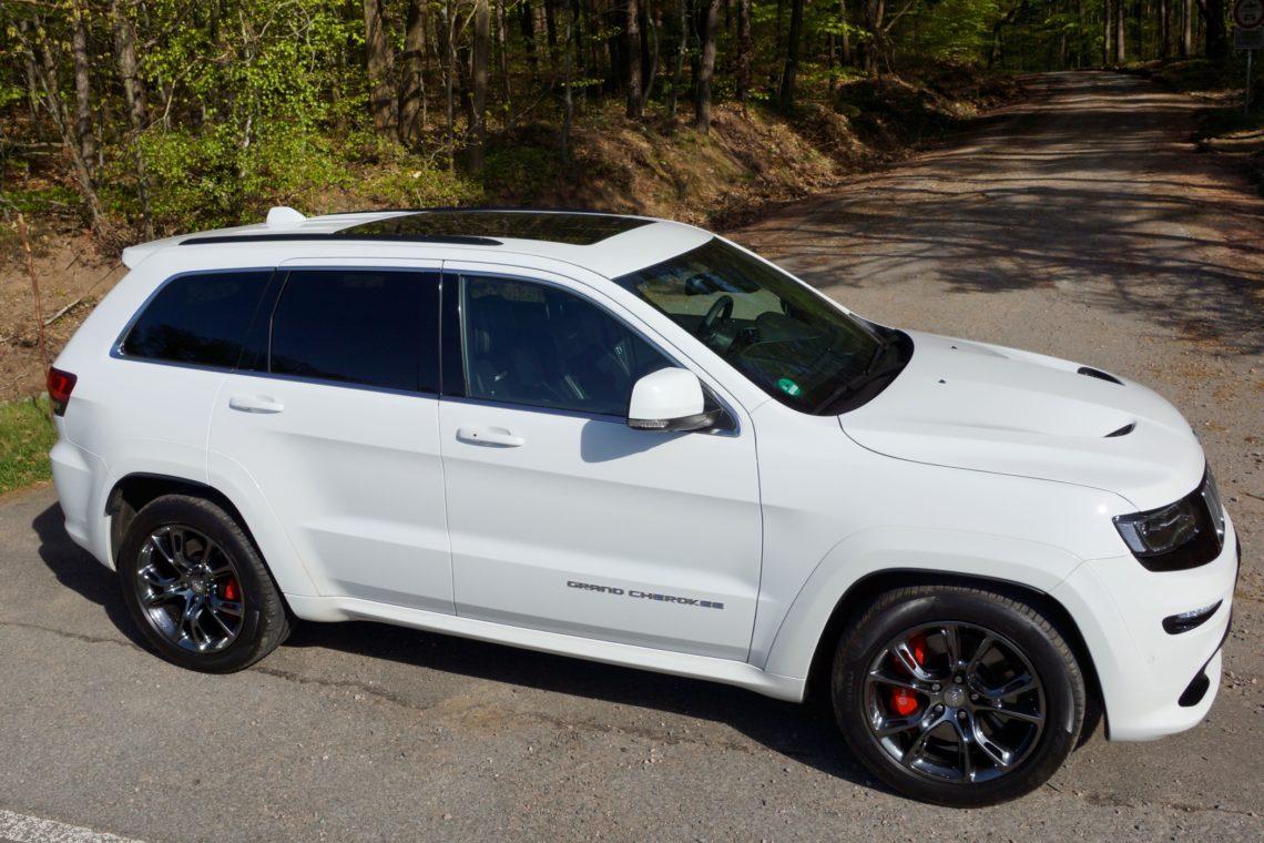 White Jeep Cherokee >> Fahrbericht: Jeep Grand Cherokee SRT 6.4L V8 + Fotos