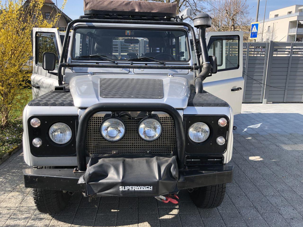 Land-Rover-Defender-110-Reisefahrzeug-mit-viel-Zubeh-r-zu-verkaufen